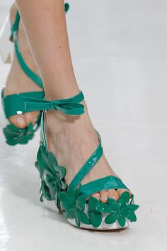 Runway Shoes, Ace And Jig, Advanced Style, Sartorialist, Delpozo, Neckerchiefs, Tips Belleza, Ss 15, T Strap