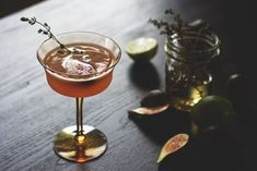 Fig Thyme Cocktail from HonestlyYUM. Love this festive cocktail, which is full of seasonal, holiday flavors. Fig Dessert, Fig Season, Festive Cocktails, Fig Recipes, Salad Dishes, Cocktail Ingredients, Fresh Figs, Thirsty Thursday, Yummy Drinks