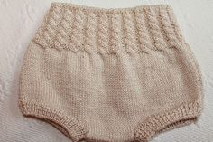 This Pin was discovered by Mar Baby Knitting, Crochet Baby, Baby Bloomers, Diaper Covers, Knit Pants, Knitting For Beginners, Knitted Hats, Knitwear, Kids Outfits