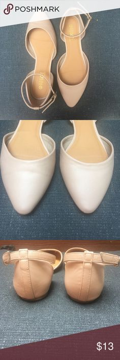 Pointed nude flats Beautiful pointed nude flats. Unfortunately too big for me! 😕fits more like a 9 IMO. Great for work or everyday! Shoes Flats & Loafers