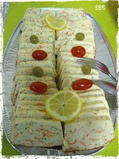 Terrine de surimi – DDcuisine Another recipe from my mom's birthday buffet … Before testing the tuna terrine and this surimi terrine, I admit that I had … Whole30 Fish Recipes, Easy Fish Recipes, Meat Recipes, Seafood Recipes, Tapas, Surimi Recipes, Brunch, Breakfast Items, Tzatziki