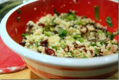Cous Cous salad with dried cranberries and toasted walnuts Side Dish Recipes, Side Dishes, Couscous Salad Recipes, Cooking Recipes, Healthy Recipes, Salad Bar, Dried Cranberries, Good Food, Veggies