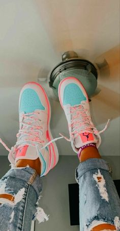 Jordan Shoes Girls, Girls Shoes, Souliers Nike, Sneakers Fashion, Fashion Shoes, Nike Fashion, Fashion Outfits, Mens Fashion, Cute Sneakers
