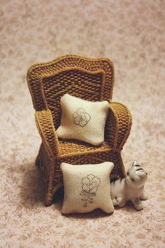 Lasituvan Miniatyyrit - Lasitupa Miniatures: DIY: Stamp textured cushion - leimasinkoristeltu t...