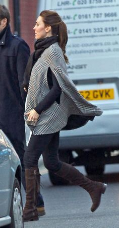 Leggings and a flat boot are great basics that every girl should own. #maternity #katemiddleton