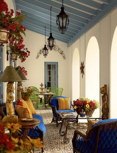 Love the ceiling and the hot pink with the royal blue!