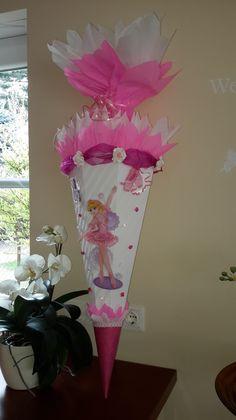 *verspielte Schultüte mit dem Namen des Schulkindes für alle kleinen Ballerina´s* Da wird jeder Ballett-Fan begeistert sein. Diese Schultüte ist für jede Ballerina ein Traum. Mit dieser...