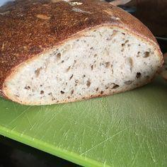 Můj relax: Kváskový chléb Kubík no.10 Sourdough Bread, How To Make Bread, Bread Baking, Banana Bread, Relax, Cooking, Desserts, Basket, Diet