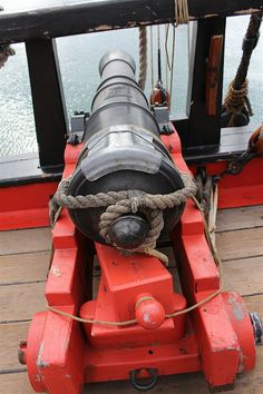 You can see the King George II crown and cipher, and other markings on the barrel. These were based on one of the six canons Cook dropped overboard to lghten the load when the HMB Endeavour struck the Great Barrier Reef in 1770. (ABC South East NSW: Bill Brown)