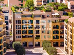This apartment is located in a nice building on the port of Fontvieille and it features:  - Entry hallway - Laundry / dressing room - Living room -…
