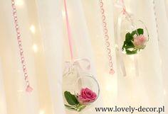 Szklane kule  z różami  <a href='/explore/wedding/' class='pintag' title='#wedding explore Pinterest'>#wedding</a> <a href='/explore/decor/' class='pintag' title='#decor explore Pinterest'>#decor</a> <a href='/search/?q=dekoracje' class='pintag' title='#dekoracje search Pinterest' rel='nofollow'>#dekoracje</a> <a href='/search/?q=ślubne' class='pintag' title='#ślubne search Pinterest' rel='nofollow'>#ślubne</a>