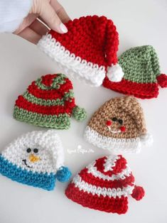 Crochet Christmas Decorations, Crochet Christmas Ornaments, Free Christmas Crochet Patterns, Crochet Snowman, Christmas Knitting, Christmas Crafts, Yarn Projects, Crochet Projects, Knitting Projects