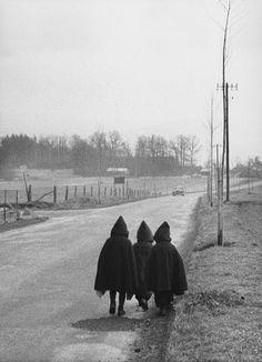 Willy Ronis | Sur une route en Lorraine, 1954