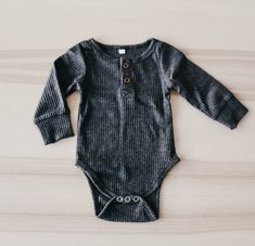 Excellent baby arrival tips are available on our website. look at this and you wont be sorry you did. Baby Outfits, Outfits Niños, Baby Boys, Carters Baby, Baby Kicking, Baby Arrival, Pregnant Mom, Baby Boy Fashion, Cute Baby Clothes