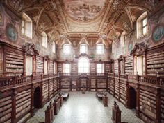 Biblioteca dei Girolamini Napoli I (The State Library in Naples) Beautiful Library, Dream Library, Grand Library, Somerset, Monuments, Salt Lake City, Old Libraries, Bookstores, Temples