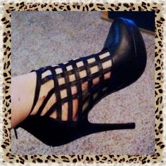 """➰ Black Caged Heels ➰ Black, caged front bootie heel by Rue 21. Excellent condition with a small scrap on the platform of right shoe, it's not noticeable when worn (shown in last photo), back zip closure. Worn once with Palazzo pants. Heel 5.5""""... Platform 1"""".    Rue 21  Sz M (7/8) Rue 21 Shoes Ankle Boots & Booties"""