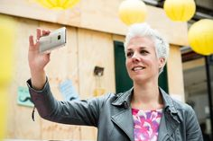 Hoe ga je live op social media? - Live op social media voor ondernemers. Tips voor gebruik van live video zakelijk inzetten. Facebook Live, Belive.tv, instastories, Periscope, Snaps]  chat, Webinars, - Spiegelei Communicatie