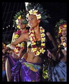 Oritahiti in French Polynesia Polynesian Dance, Polynesian Culture, Polynesian Girls, Tiare Tahiti, Tahitian Costumes, Tahiti French Polynesia, Tahitian Dance, Hawaiian Dancers, Hula Dancers