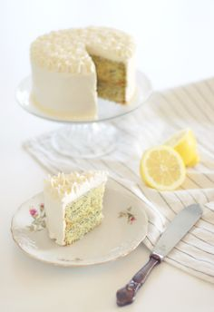 Lemon cake with poppy seeds and lemon curd <3