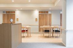 介護付有料老人ホーム あべやま : UMA / design farm Education Office, Hospital Design, Assisted Living, Door Gate, Health Care, Flooring, Interior Design, Architecture, Room