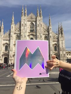 Modular Lighting Instruments' new Sensitive to Light catalogue is traveling around Milan for Milan Design Week! Did you spot our #Supermodular bike team already? Everybody loves it! #SensitiveToLight #Fuorisalone #MilanDesignWeek #Milan