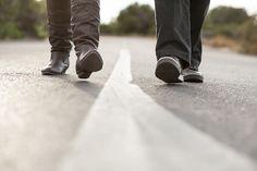 caminando juntos.  by undiadecontrasteperfecto