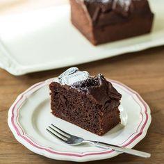 平日の夜でも焼けるくらいに簡単なケーキ作りの方法を、菓子研究家の吉川文子(よしかわふみこ)さんに伺っています。めんどうな工程を解消するポイントを教わった第1話に続き、第2話では、技術いらずでできる「チ