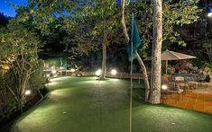 * Casa de Mark Wahlberg * Putting Green. Built by HAMMER & TROWEL CONSTRUCTION, INC.