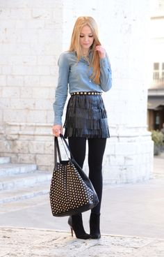 Looks sexy para o inverno, look sexy, inverno sexy, camisa jeans, bota, saia de couro