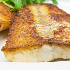 This lemony, healthy white fish recipe is versatile and accommodating, and only demands the slightest bit of effort on your part. Más