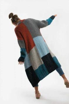 Knitting Paterns, Knitting Yarn, Knit Patterns, Knitting Projects, Hand Knitting, Knitwear Fashion, Knit Fashion, Crochet Coat, Poncho