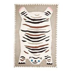 Het Otis flat on belly vloerkleed van House of Rym is een luxe handgeweven kleed, ontworpen door Elisabeth Dunker. Het ontwerp werd geïnspireerd door de oude traditionele Tibetaanse tijgervloerkleden en vormt een leuk detail in zowel de woon- als kinderkamer. Verkrijgbaar in verschillende maten!
