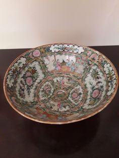 ANTIQUE CHINESE CERAMIC PUNCH BOWL. 26CM DIAMETER IN BEAUTIFUL CONDITION, NOT DAMAGE OR CRACKS. DEPICTION COURT AND GARDEN SCENES.  A BEAUTIFUL AND STYLISH ADDITION TO ANY INTERIOR SETTING. Rose Bowl, Chinese Ceramics, Punch, Decorative Bowls, Oriental, Antiques, Stylish, Garden, Interior
