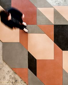 pattern and color // Mutina collections designed by Inga Sempè and Patricia Urquiola Patricia Urquiola, Floor Patterns, Tile Patterns, Textures Patterns, Graphic Patterns, Floor Design, Tile Design, Design Design, Design Trends
