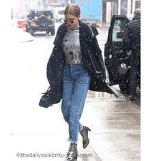 Celebrity Style | 海外セレブ最新ファッション情報 : 【ジジ・ハディッド】絶妙なメタリックの合わせ使いがクール!雪降るNYの街をお出かけ!