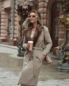 WEBSTA @rita.tesla Кто здесь сказал, что вам больше нравится смотреть на меня в элегантных пальто?) Заказывали- получите 😊 Ещё один отличный вариант для этой зимы- утеплённое пальто с норковым воротником от моих старых друзей @ubyu_moscow