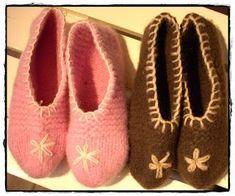 Tova tøfler i Cortina - se kommentarfelt for ulike erfaringer med størrelsen Slipper Socks, Slippers, Felt Hearts, Baby Shoes, Knitting, Crochet, Inspiration, Fashion, Biblical Inspiration