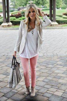 Pantalón rosa botas beige