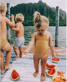 Gorgeous little ones in summer / who doesn't love watermelon? Little Babies, Little Ones, Cute Babies, Baby Kids, Summer Vibe, Summer Days, Happy Summer, Summer Fun, Foto Baby