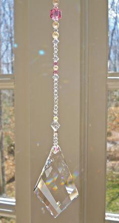 Diamond Twist Swarovski Crystal Suncatcher by HeartstringsByMorgan Swarovski Pendant, Swarovski Crystal Beads, Crystal Wind Chimes, Hanging Crystals, Mobiles, Wire Crafts, Suncatchers, Bead Art, Diamond Shapes