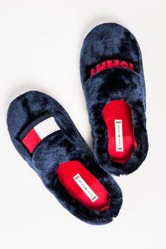 Tommy Hilfiger papucs Tommy Hilfiger, Sandals, Shoes, Fashion, Kawaii Clothes, Moda, Shoes Sandals, Zapatos, Shoes Outlet