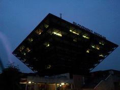 Edificio de la sede de la radio eslovaca — en Bratislava.