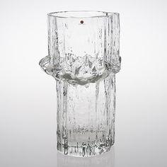 A glass vase, signed Tapio Wirkkala Iittala, Finland, Clear glass. Glass Art Design, Design Art, Nordic Design, Scandinavian Design, Vintage Vases, Vintage Antiques, Christmas Present Inspiration, Metal Vase, Mid Century Design