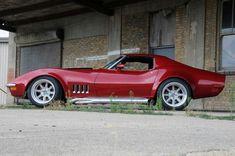 Nice '69/70 Corvette.