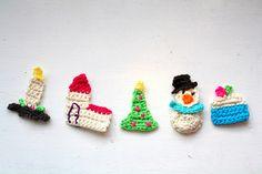 Små hæklede julemotiver i frihånd..