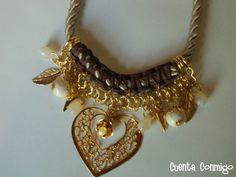 Collar Anabel con cordón de seda, doble cadena,  abalorios de hueso y acrílico, de Cuenta Conmigo Bijou.