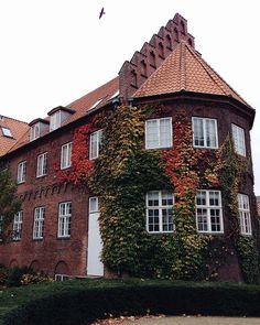 aalborg/denmark/scandinavia by @eelesku Charming House, Aalborg, Houses, Mansions, Drinks, House Styles, Places, Instagram, Denmark