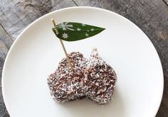 Nothing beats an Aussie Lamington on Australia Day! Food Styling, Happy Australia Day, Sydney Australia, Australia Travel, Aus Day, Aussie Food, Australian Flags, Anzac Day, Projects For Kids