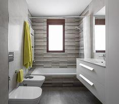 Baños de estilo  por LLIBERÓS SALVADOR Arquitectos Very Small Bathroom, Mold In Bathroom, Steam Showers Bathroom, Bathroom Spa, Bathtub, Bathroom Design Inspiration, Classic Bathroom, Home Upgrades, Bathroom Renovations