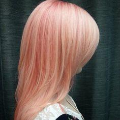 pastel Peachy cheveux roses avec lowlights …